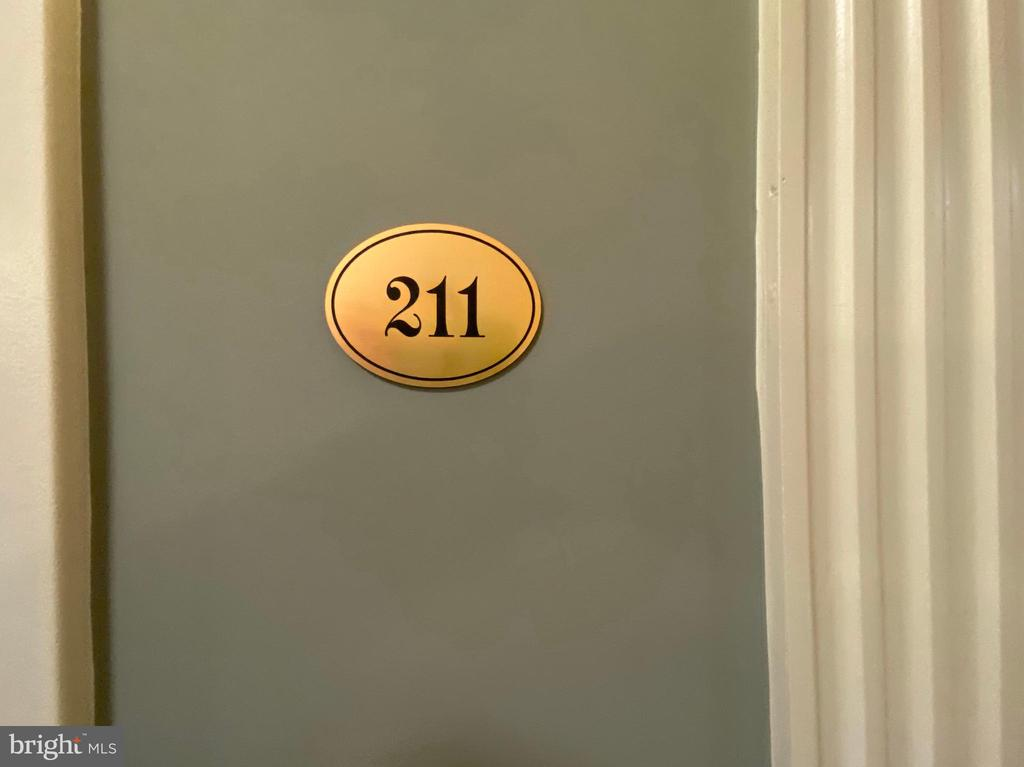 Welcome to apartment 211 - 19350 MAGNOLIA GROVE SQ #211, LEESBURG