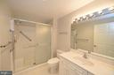 Hall bath with ceramic tile - 19350 MAGNOLIA GROVE SQ #211, LEESBURG