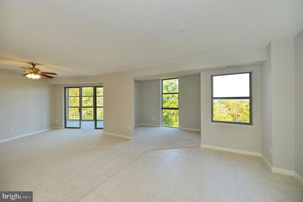 Dining room view to den and living room - 19350 MAGNOLIA GROVE SQ #211, LEESBURG