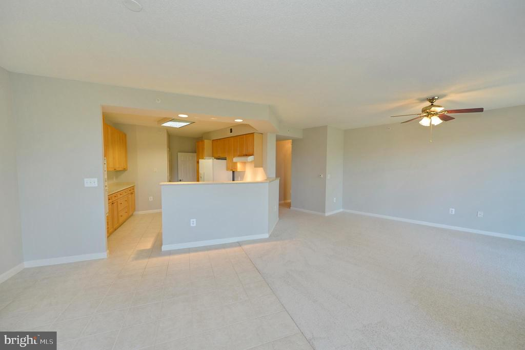 Dining room view to kitchen and living room - 19350 MAGNOLIA GROVE SQ #211, LEESBURG