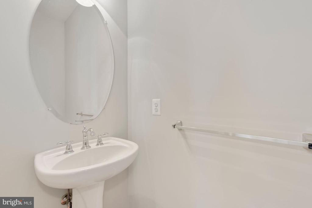 Main Level Powder Room - 43218 BALTUSROL TER, ASHBURN