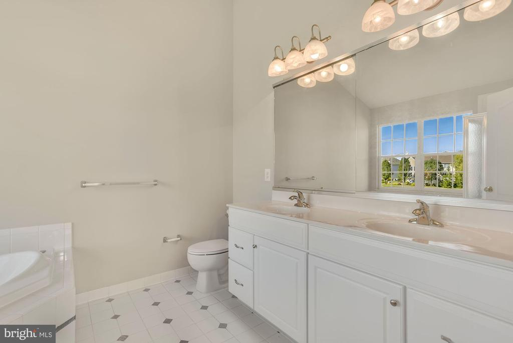 Luxury Master Bath - 43218 BALTUSROL TER, ASHBURN