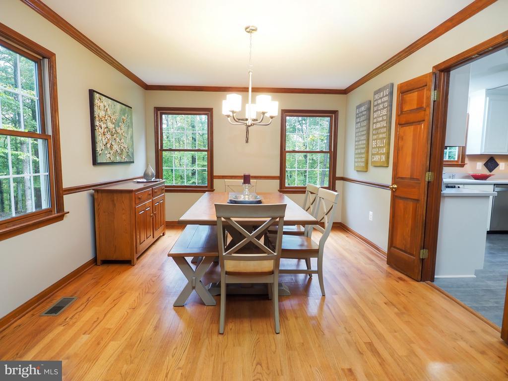 Formal dining room boasts plenty f light - 7755 WALLER DR, MANASSAS