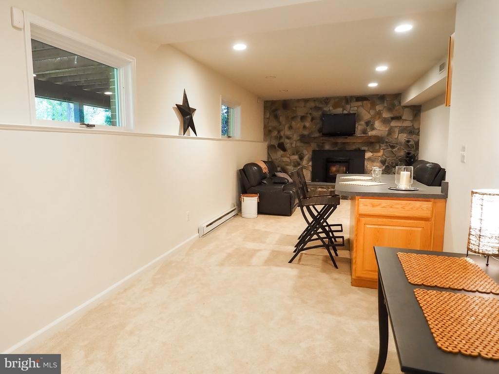 TV/Game area in basement w/ 2nd fireplace - 7755 WALLER DR, MANASSAS
