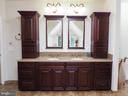 Granite double vanities in master - 7755 WALLER DR, MANASSAS