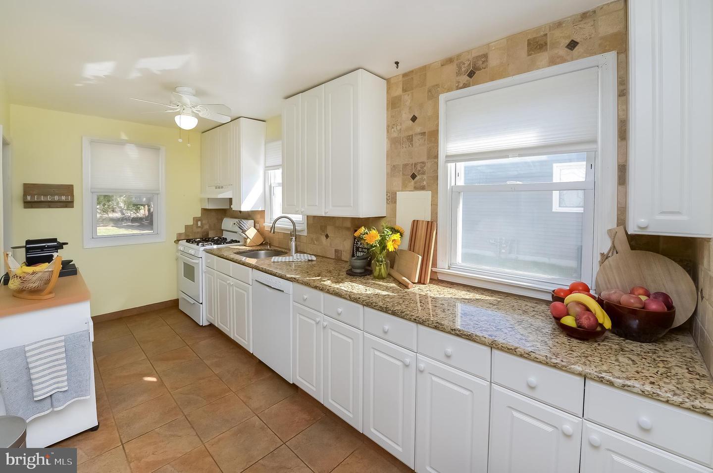 Single Family Homes för Försäljning vid Barrington, New Jersey 08007 Förenta staterna
