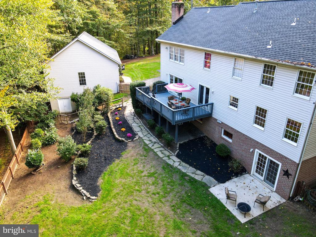 Great fenced yard - deck and patio! - 7755 WALLER DR, MANASSAS