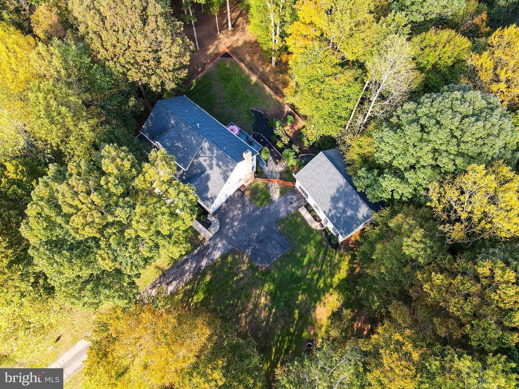 Nestled in the woods w/trails and a creek - 7755 WALLER DR, MANASSAS