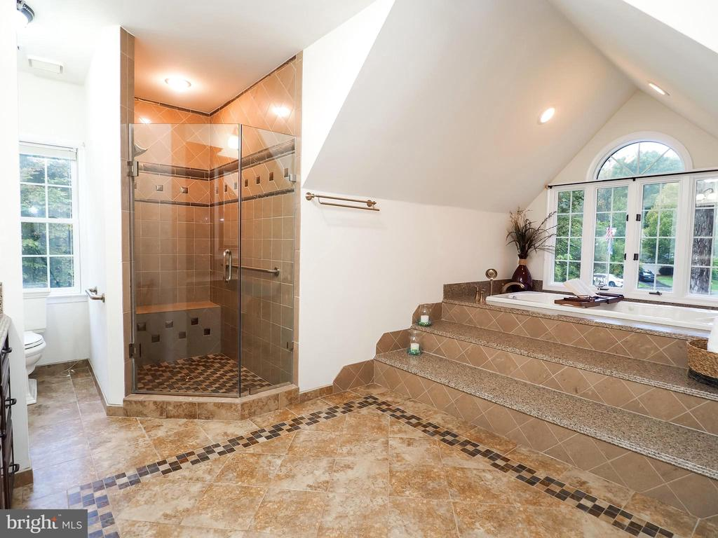 Heated ]Floors and large walk in shower! - 7755 WALLER DR, MANASSAS