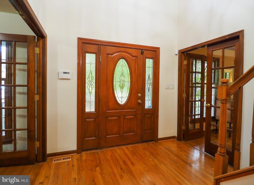 Gorgeous woodwork - 7755 WALLER DR, MANASSAS
