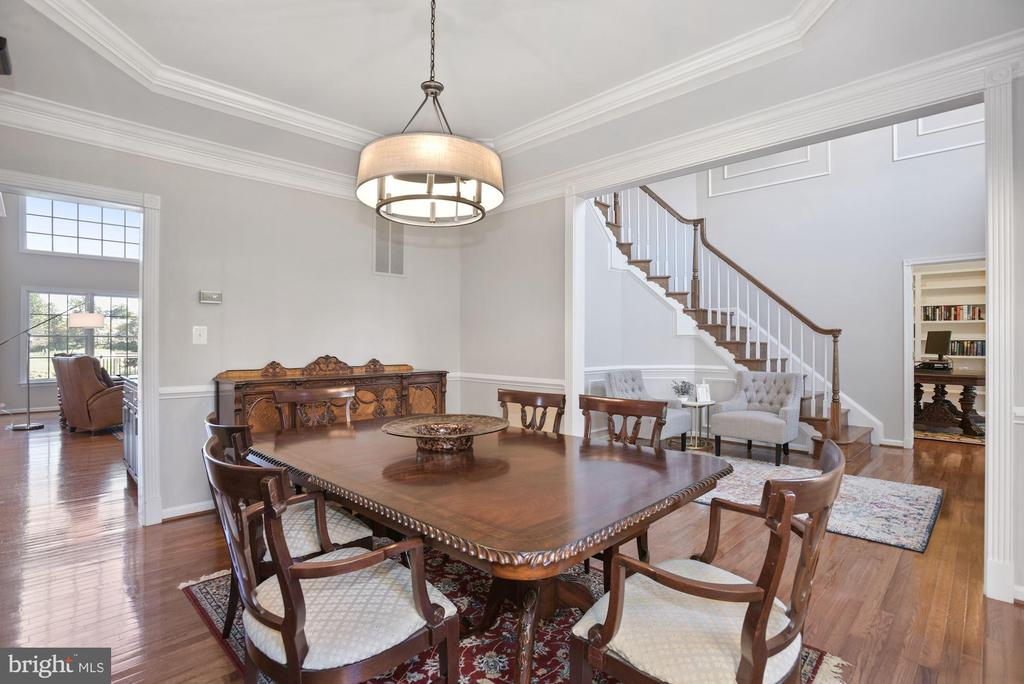 Formal Dining Room w/ Tray Ceiling - 19658 OLYMPIC CLUB CT, ASHBURN