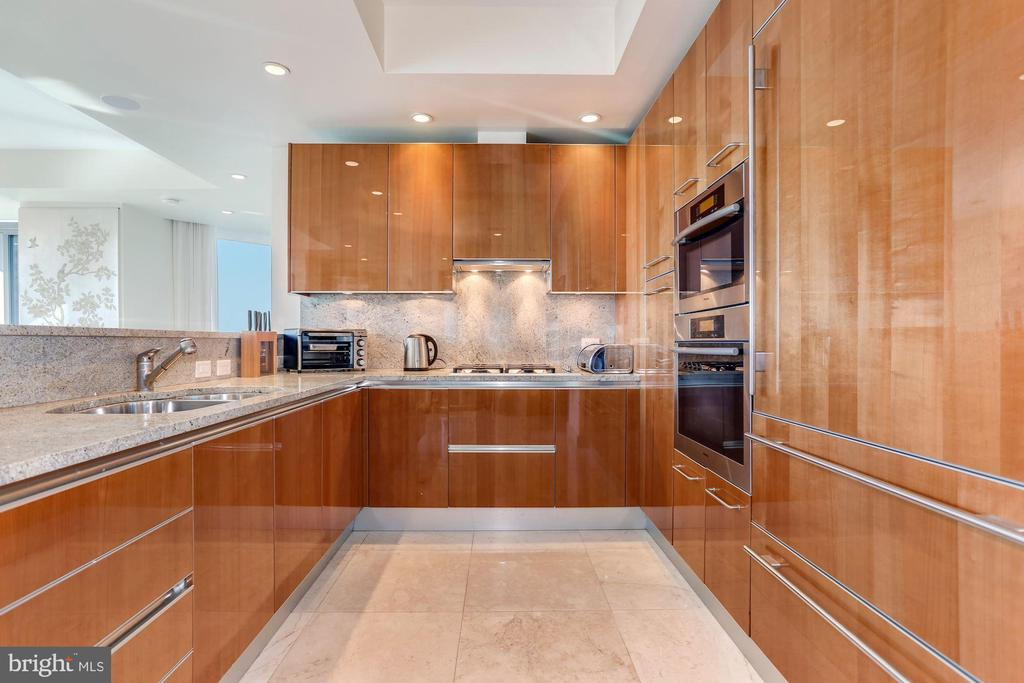 Gourmet Kitchen with High End Cabinetry - 1881 N NASH ST #1410, ARLINGTON