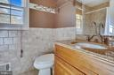 Upper Level hall bath - 1636 STOWE RD, RESTON