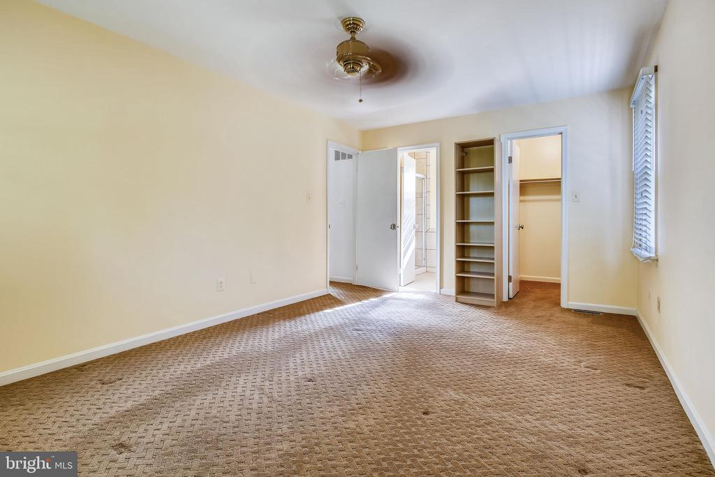 Large Primary Bedroom with Walk in Closet - 1636 STOWE RD, RESTON