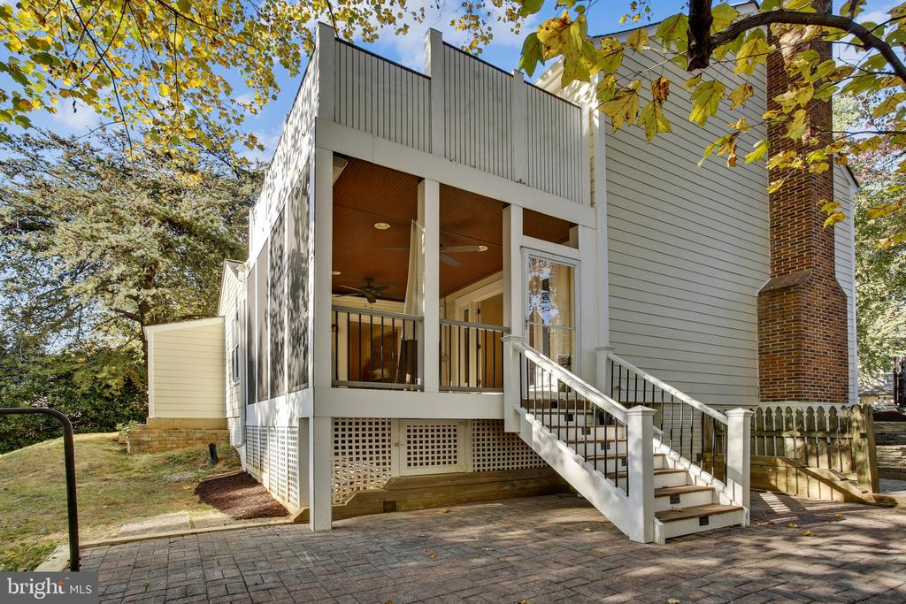 Patio and Screened in Porch - 1636 STOWE RD, RESTON
