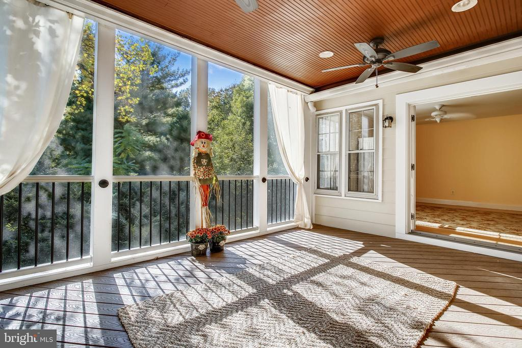 Beautiful Screened In Porch - 1636 STOWE RD, RESTON