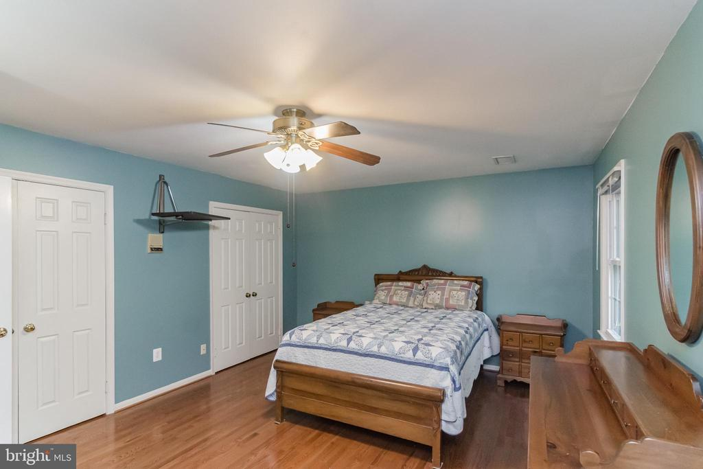 HIS/HER CLOSETS - 8052 COUNSELOR RD, MANASSAS