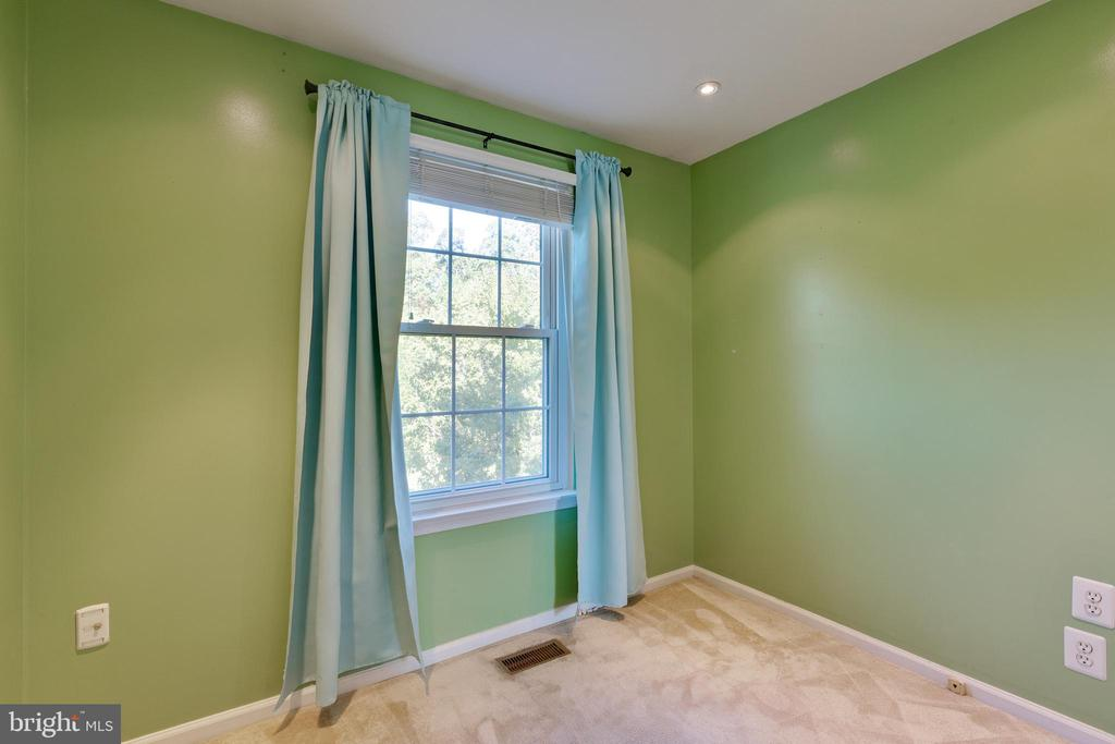 Bedroom 1 with recess lighting - 77 SOUTHALL CT, STERLING