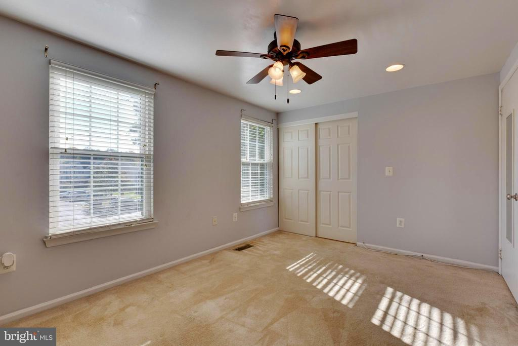 Recess lighting - 77 SOUTHALL CT, STERLING