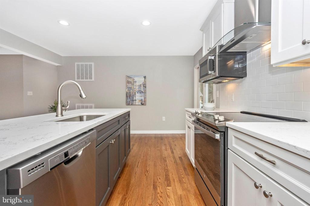 Kitchen - 2575 THOMPSON DR, MARRIOTTSVILLE
