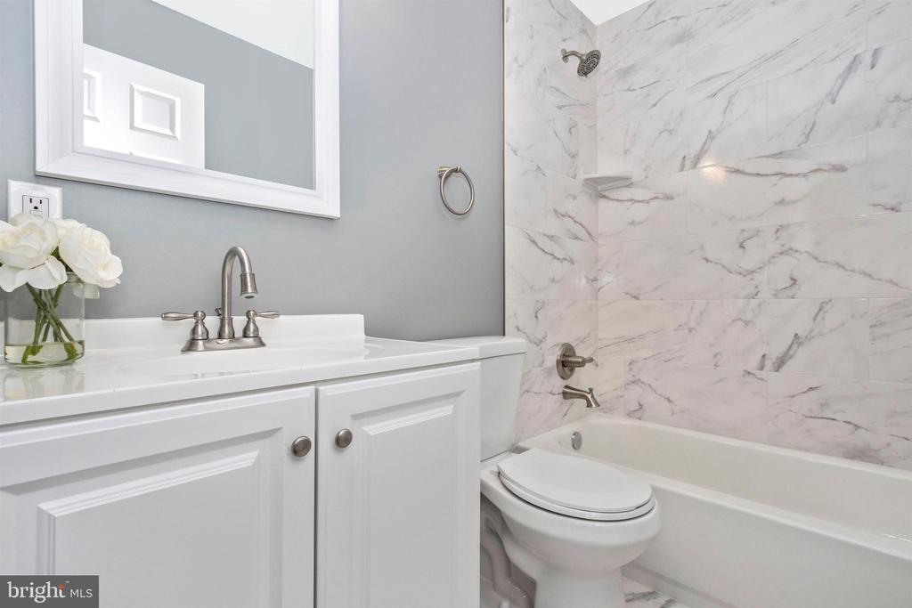 Main Level Full Bathroom - 2575 THOMPSON DR, MARRIOTTSVILLE