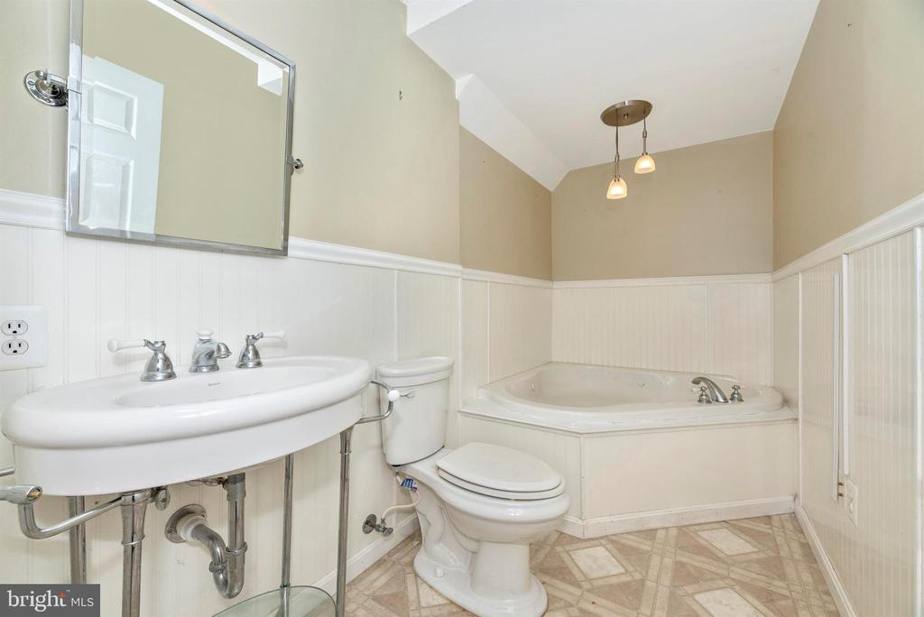 Lower Level Full Bathroom - 1772 ALGONQUIN RD, FREDERICK