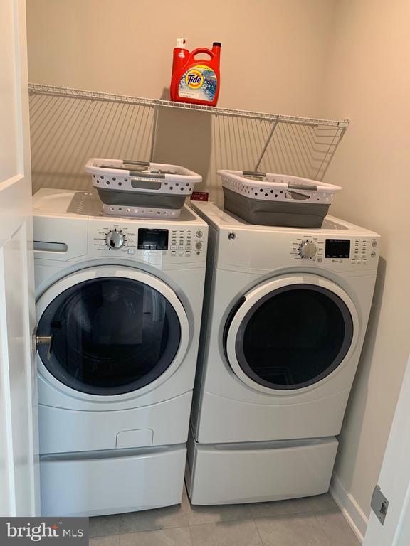 Separate laundry room / upper level - 11356 WILLOW GREEN CIR, MANASSAS