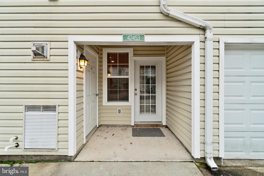 Back Door - Entrance From Driveway - 42453 ROCKROSE SQ, BRAMBLETON