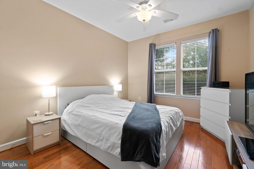 Owners Suite - Hardwood Flooring - 42453 ROCKROSE SQ, BRAMBLETON