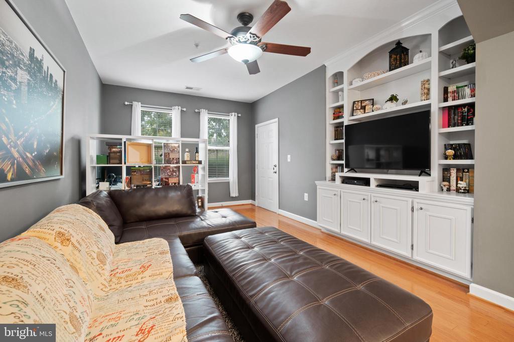 Family Room View- Built In Shelving - 42453 ROCKROSE SQ, BRAMBLETON