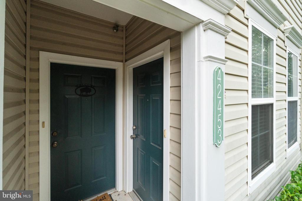 Front Door Entrance - 42453 ROCKROSE SQ, BRAMBLETON