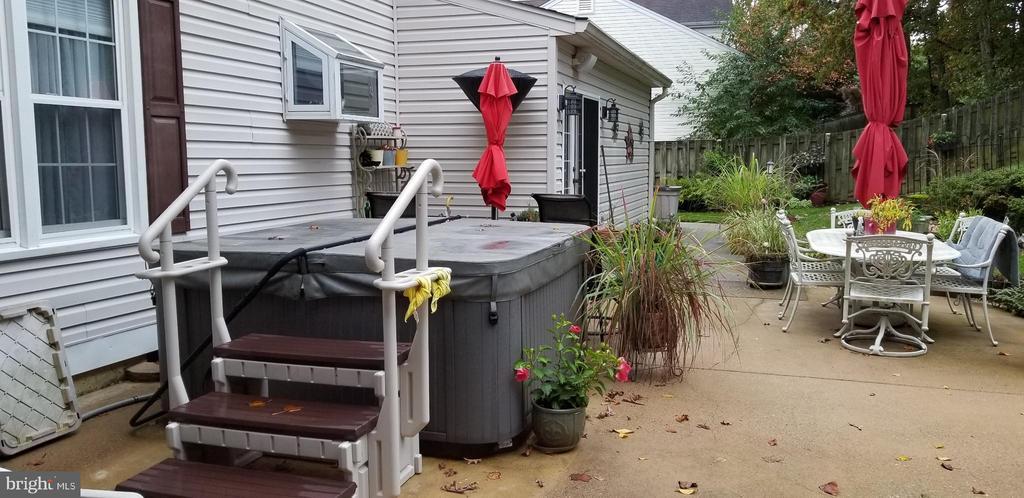 Back Yard-Hot tub - 9115 FISHERMANS LN, SPRINGFIELD