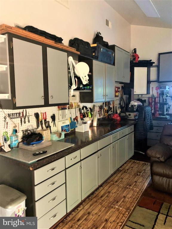 Work room off garage - 9115 FISHERMANS LN, SPRINGFIELD
