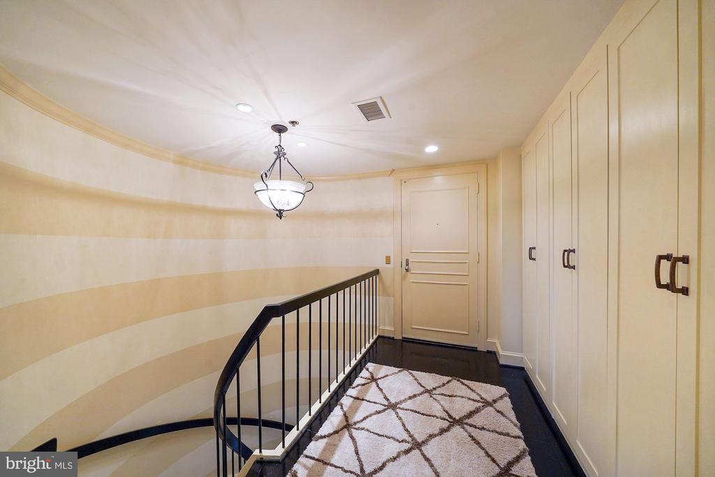 Upper Level Entrance - 1401 N OAK ST #608, ARLINGTON