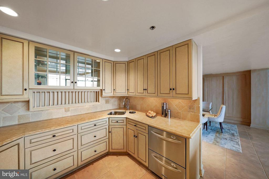 Kitchen - 1401 N OAK ST #608, ARLINGTON