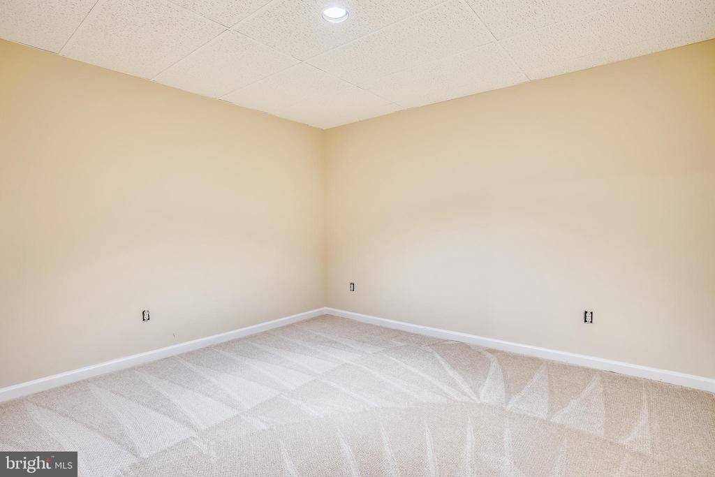 Lower Level Den - 20689 CARNWOOD CT, STERLING