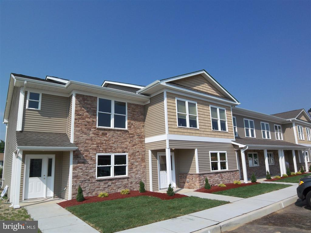 Single Family Homes pour l Vente à Millville, New Jersey 08332 États-Unis