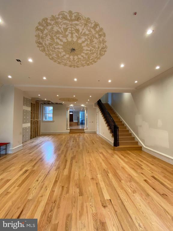 First Floor entry - 2211 MASSACHUSETTS AVE NW, WASHINGTON