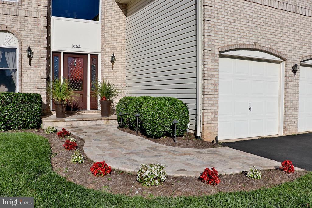 Travertine Stone Walkway - 10868 GROVEHAMPTON CT, RESTON