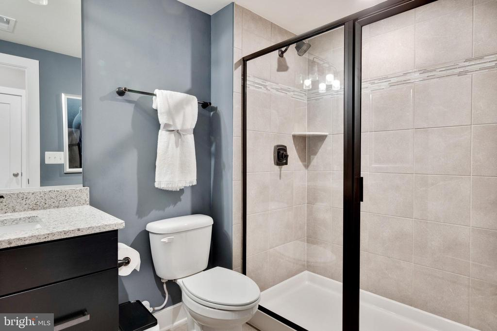 Full bathroom in lower level - 600 W K ST, PURCELLVILLE