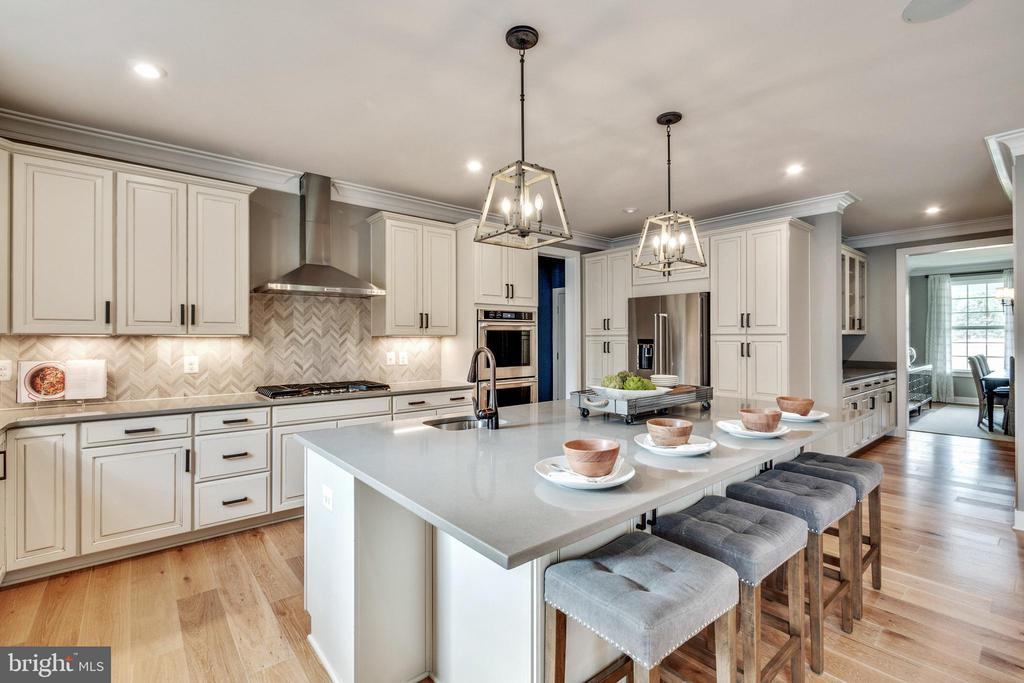 HUGE island with Quartz countertops - 600 W K ST, PURCELLVILLE