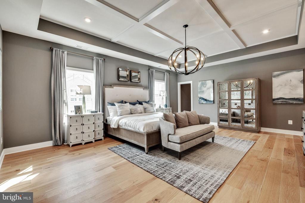 Master bedroom oasis - 600 W K ST, PURCELLVILLE
