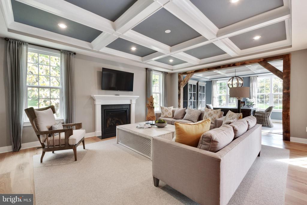 Lovely family room with gas fireplace - 600 W K ST, PURCELLVILLE
