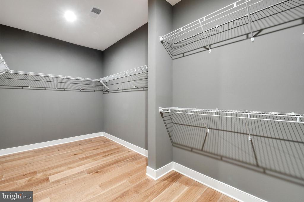 Expansive closet space - 600 W K ST, PURCELLVILLE
