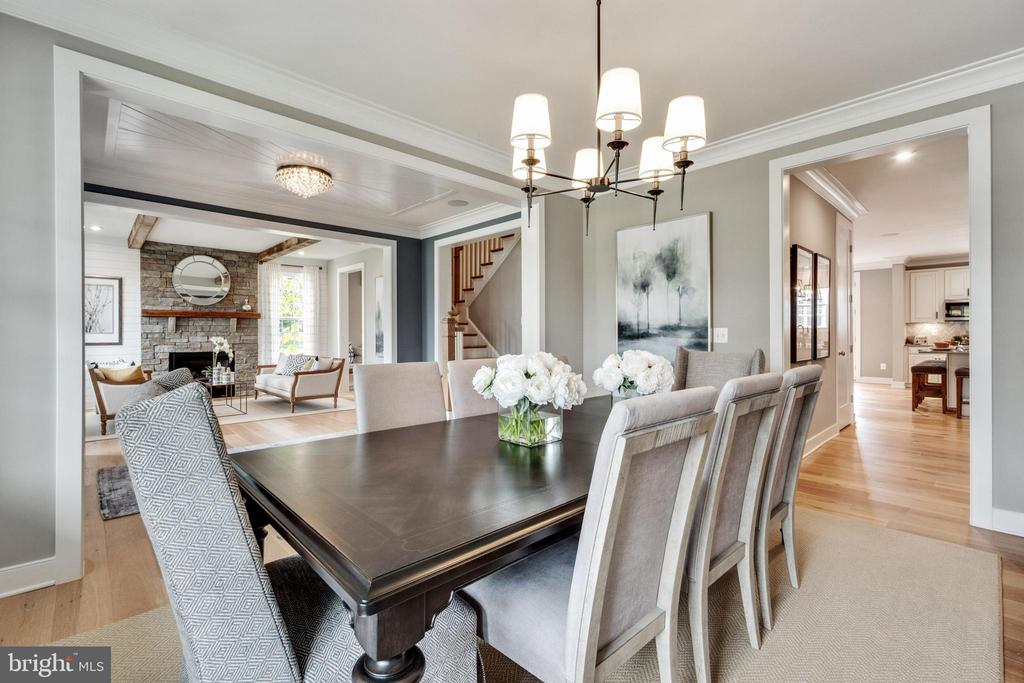 Dining room is perfect for entertaining - 600 W K ST, PURCELLVILLE