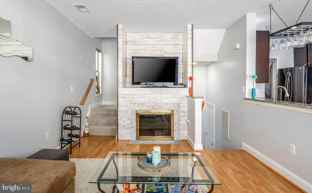 Beautiful fireplace with shiplap - 46377 PRYOR SQ, STERLING