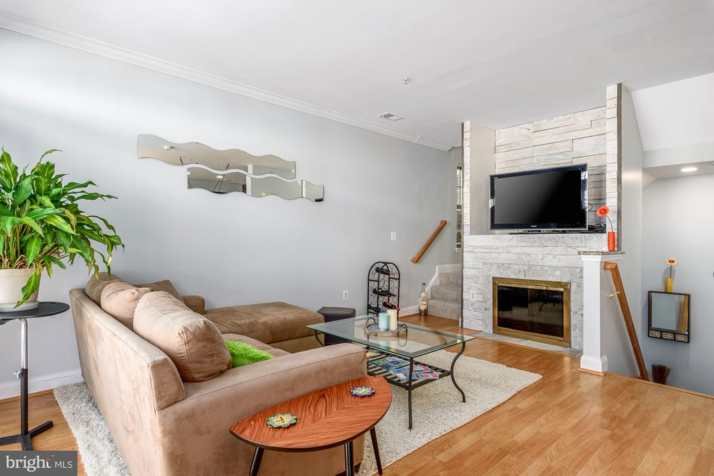 Living room features stunning fireplace! - 46377 PRYOR SQ, STERLING