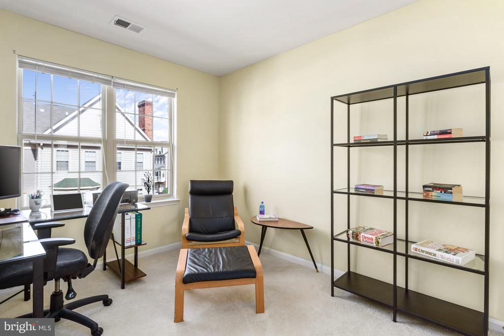 Second Bedroom/Office space - 46377 PRYOR SQ, STERLING