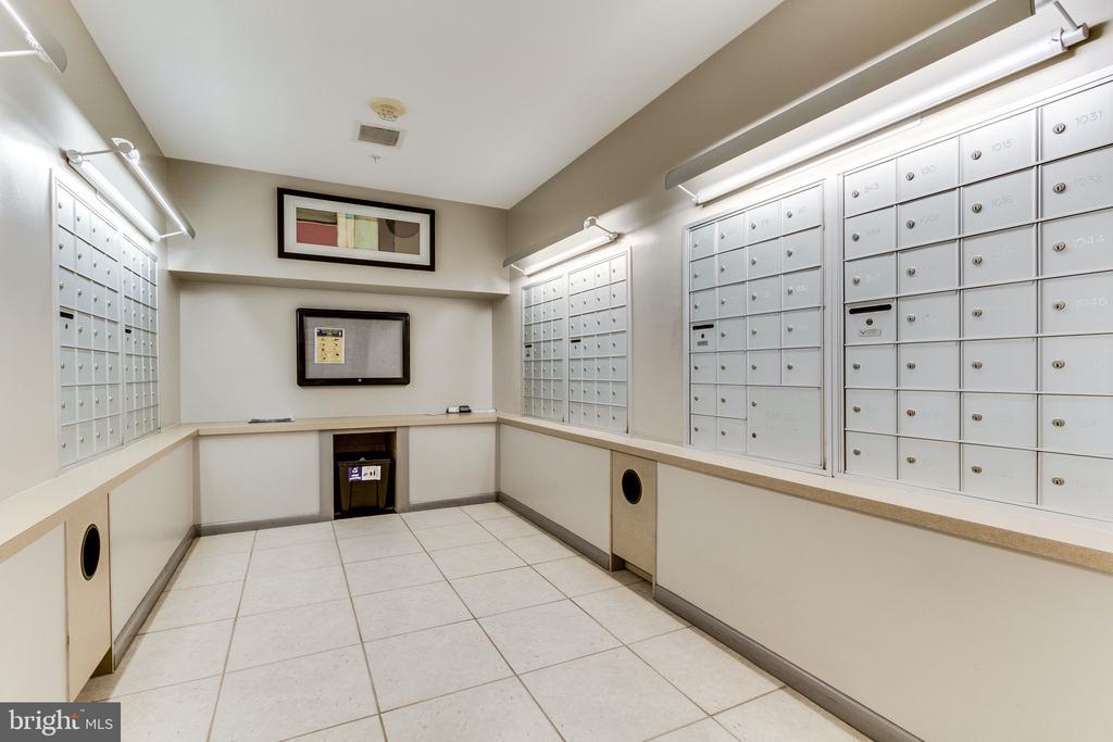 Mail room - 1021 N GARFIELD ST #714, ARLINGTON