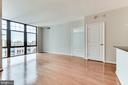 Hardwood floors in the combined living/dining - 1021 N GARFIELD ST #714, ARLINGTON